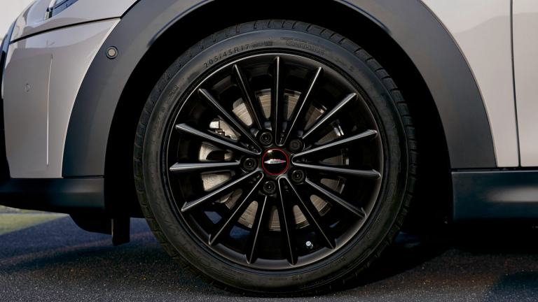 "Трехдверный MINI хэтч - 17 ""JCW Multi Spoke - Black Matt"